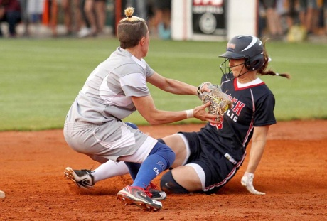 Italian bats rally, earn berth in final with 10-1 win